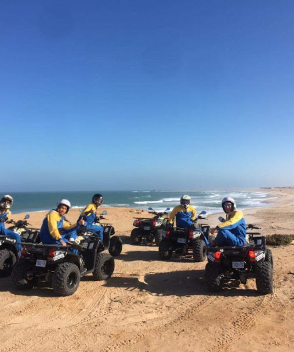 groupe-amis-en-quad-plage-dakhla