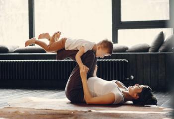 maman-s-amuse-avec-son-fils