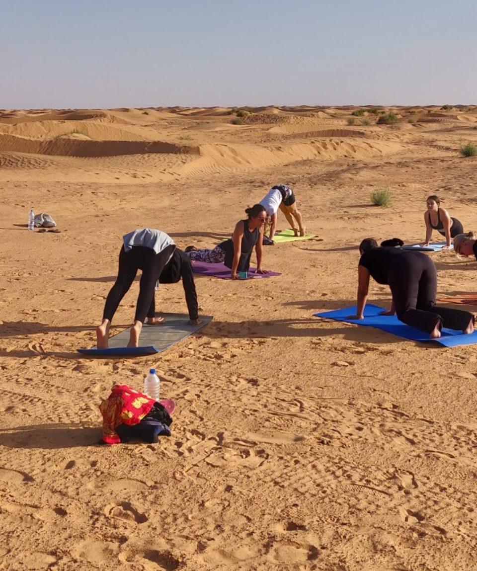 yogi-retraite-yoga-posture-sahara