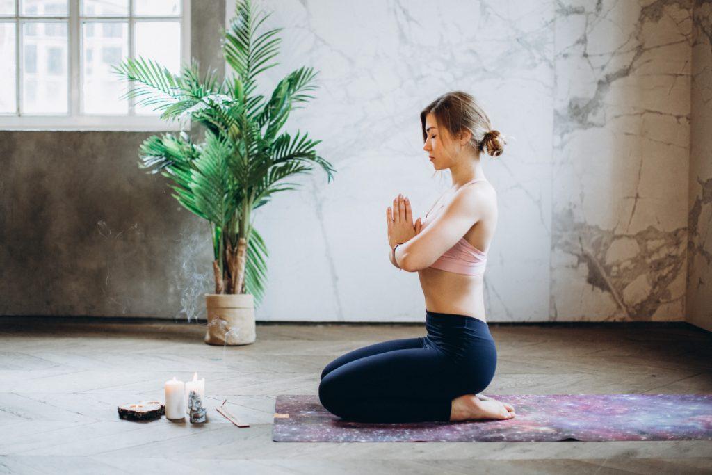 femme-méditation-yoga-nidra