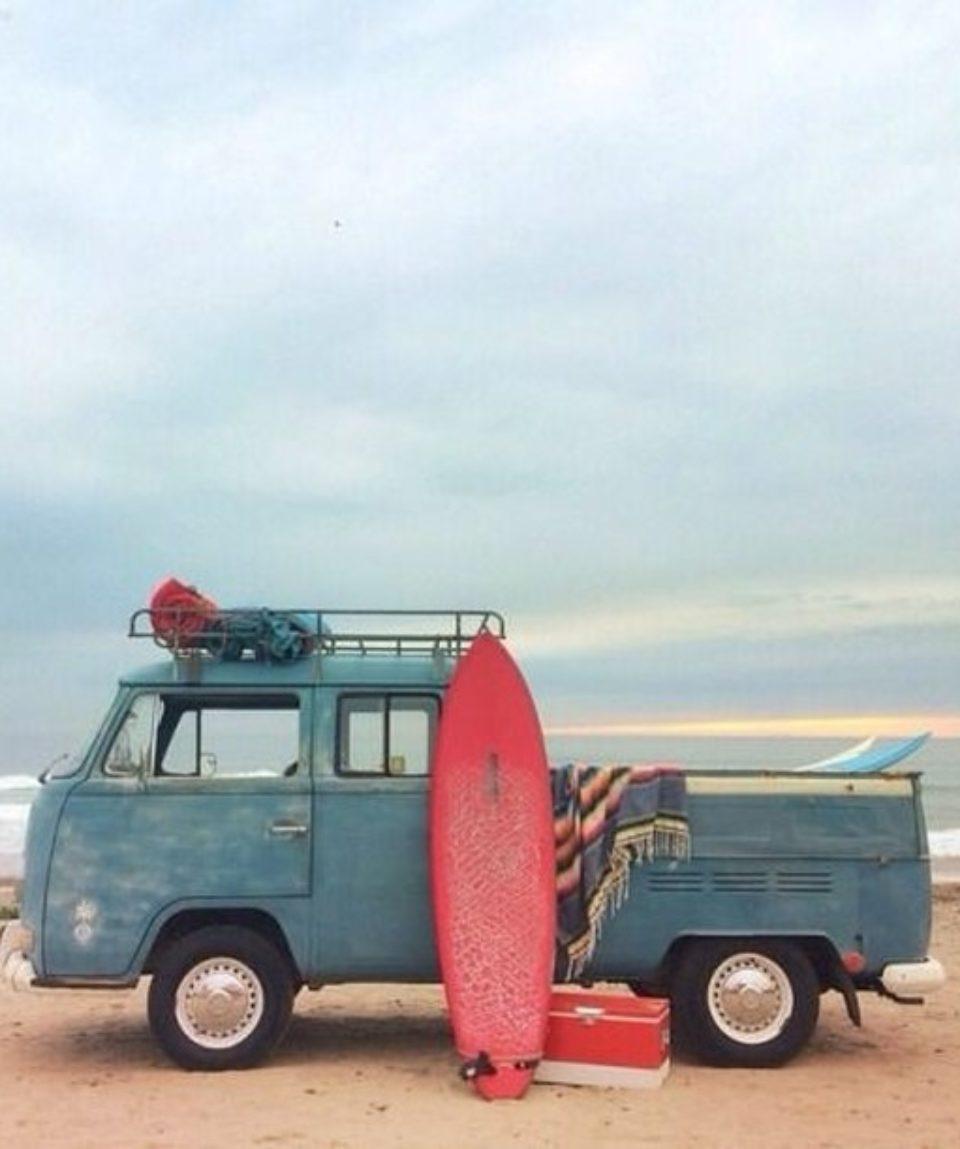 van-planche-surf-sur-la-plage