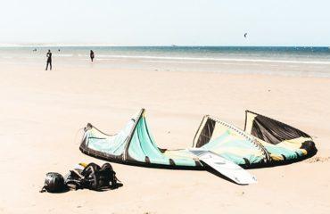 voile-kitesurf-sur-le-sable