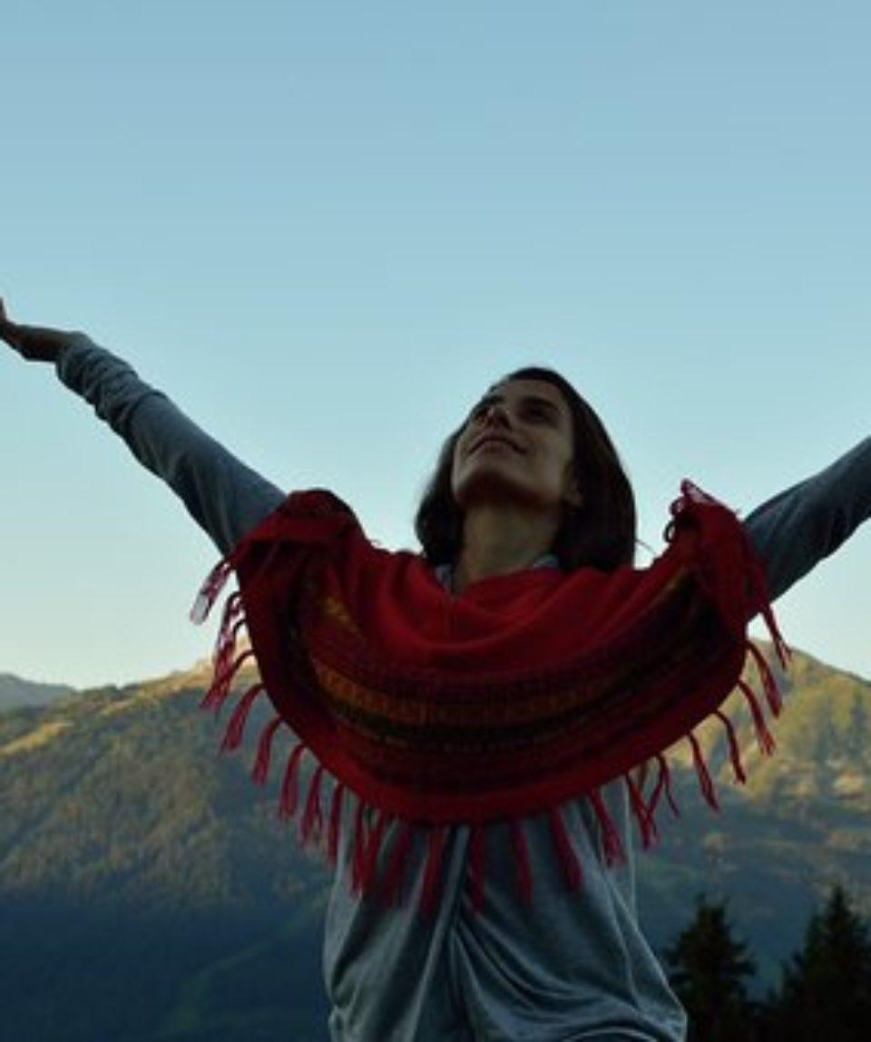 femme-montagne-yoga