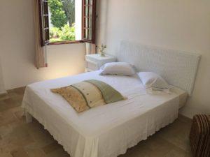 chambre lit double résidence Hammamet stage de yoga