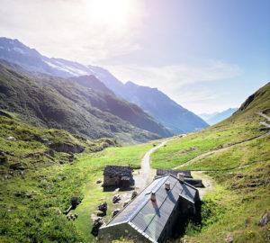 refuge-dans-la-montagne