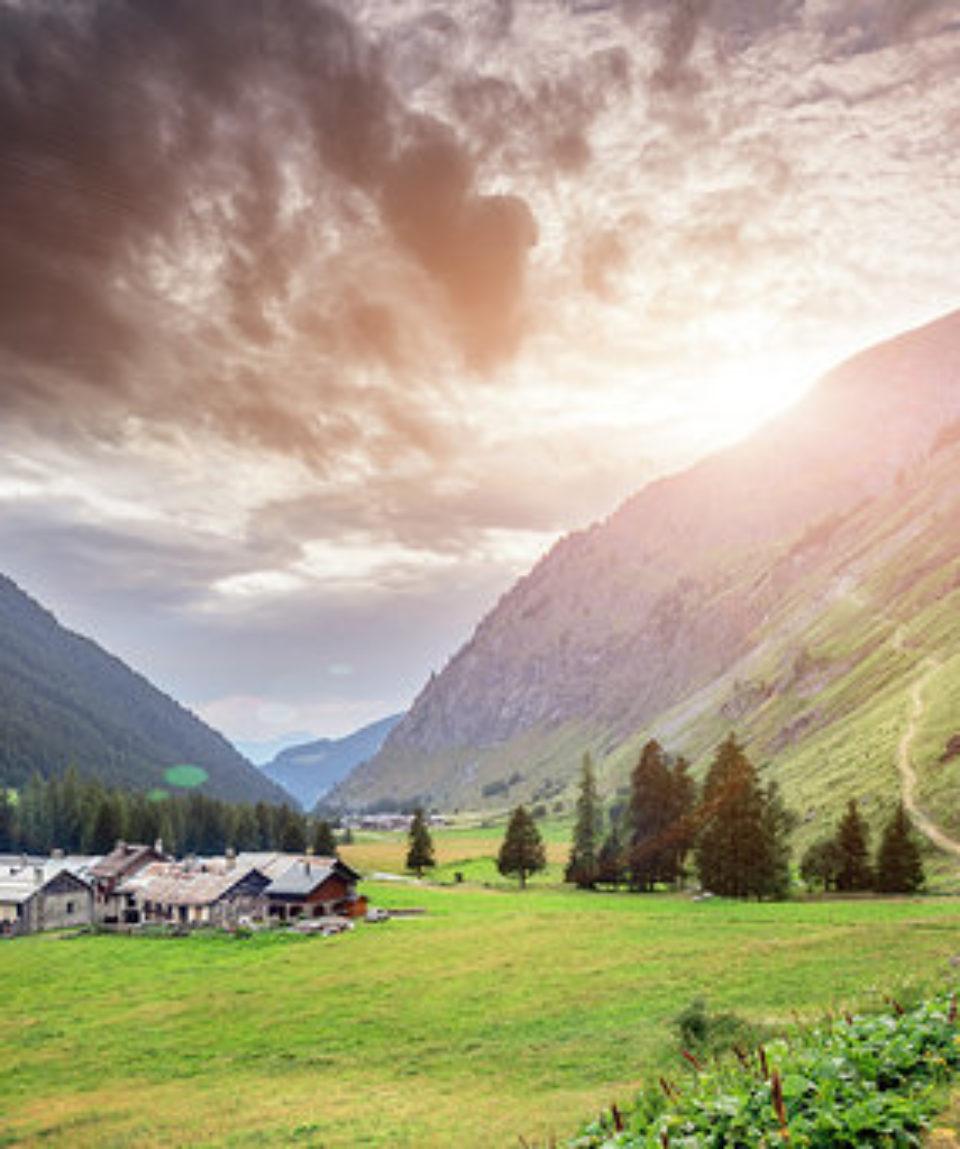 village-dans-les-montagnes