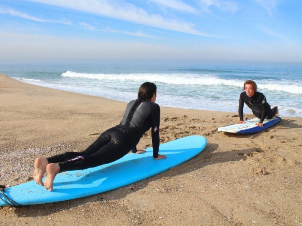 surf avoir quelqu'un pour vous montrer les techniques de base