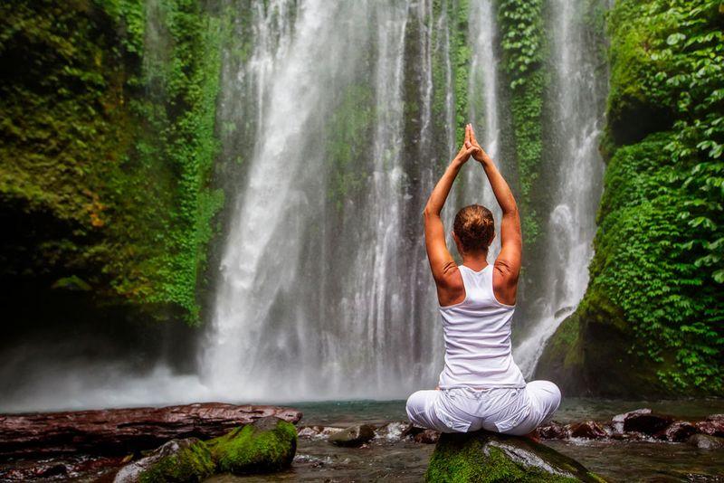 Les 5 éléments et le yoga : l'eau