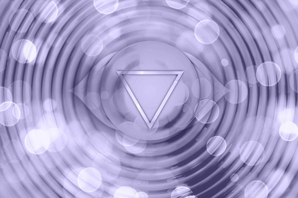 Représentation du chakra du 3e oeil pour aider à comprendre comment ouvrir ses chakras et leurs bienfaits
