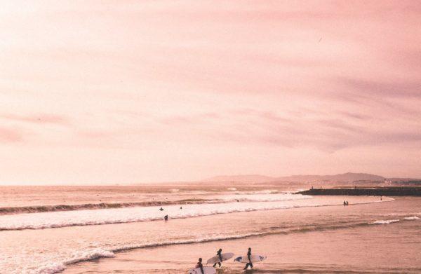 3 passionnés de séjours sportifs en stage de surf dans les Landes