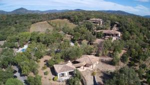 vue panoramique du lieu de la retraite de yoga à Trimurti