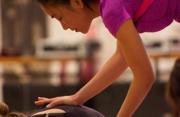 professeur de yoga durant week end yoga proche de paris