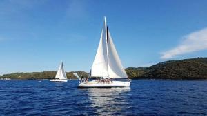 vue du voilier durant la croisière et retraite yoga et voile en croatie