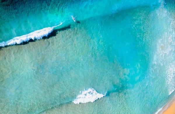photo d'un surfeur durant le stage yoga surf dans les landes
