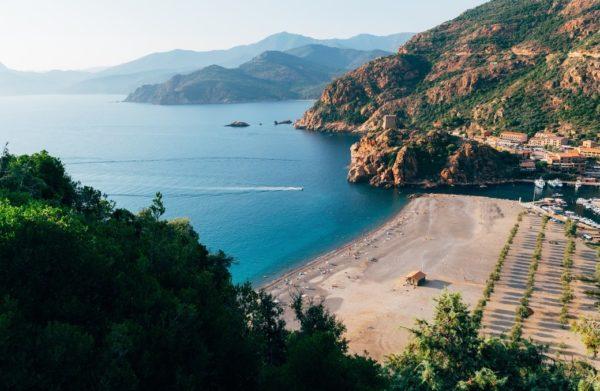 Vue sur la mer et les montagnes - Stage de Yoga, Slow life & Aromathérapie en Corse